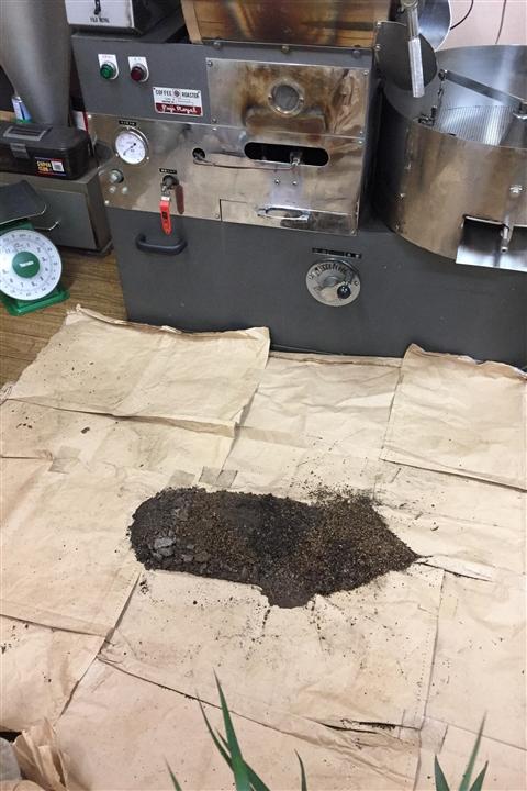 焙煎機の掃除ででたごみ